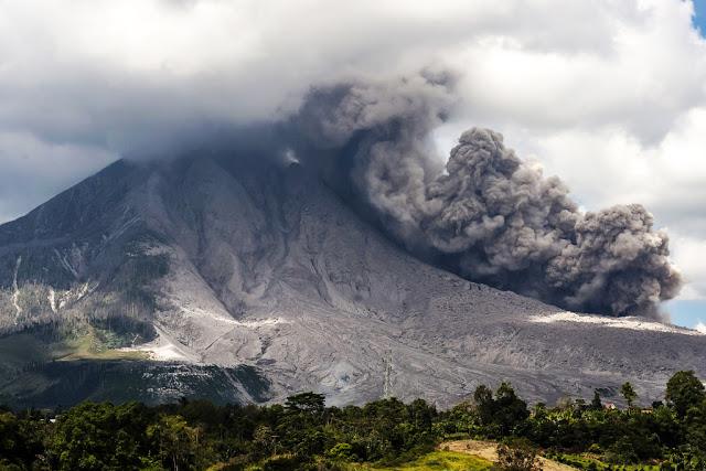 Unprecedented volcanic unrest around the world in 2016 Sinabug-volcano-eruption-504357134-1024x683