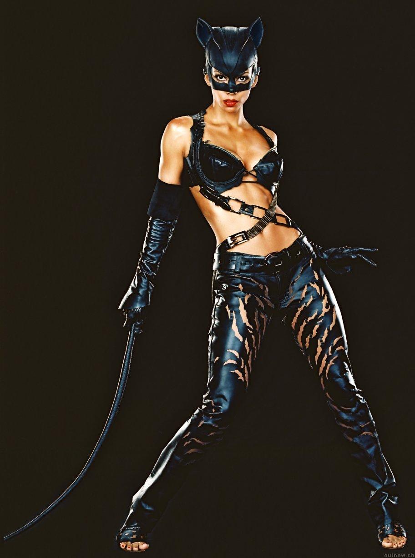 Čime bi  udarili forumaša iznad ? - Page 16 Catwoman19291294tm8