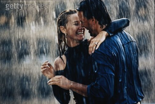 Romantika - Page 3 Couple-In-Rain-Wallpapers