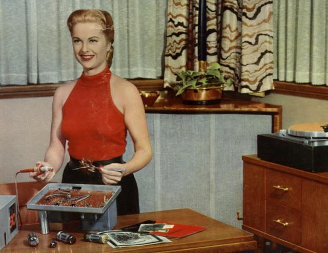 As minhas audiófilas - Página 4 MArthaHyer_soldering