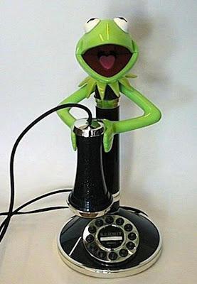 இதுவரை நீங்கள் கண்டிராத அழகிய தொலைபேசிகள்  Unusual-telephones-02