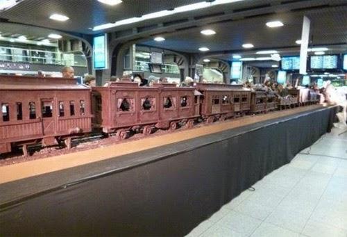 صنع أكبر قطار فى العالم من الشيكولاتة!  22