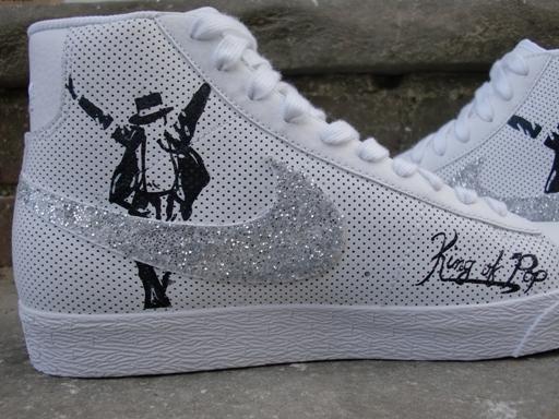 Objeto de desejo do dia! Custom-Michael-Jackson-Nike-Blazers10