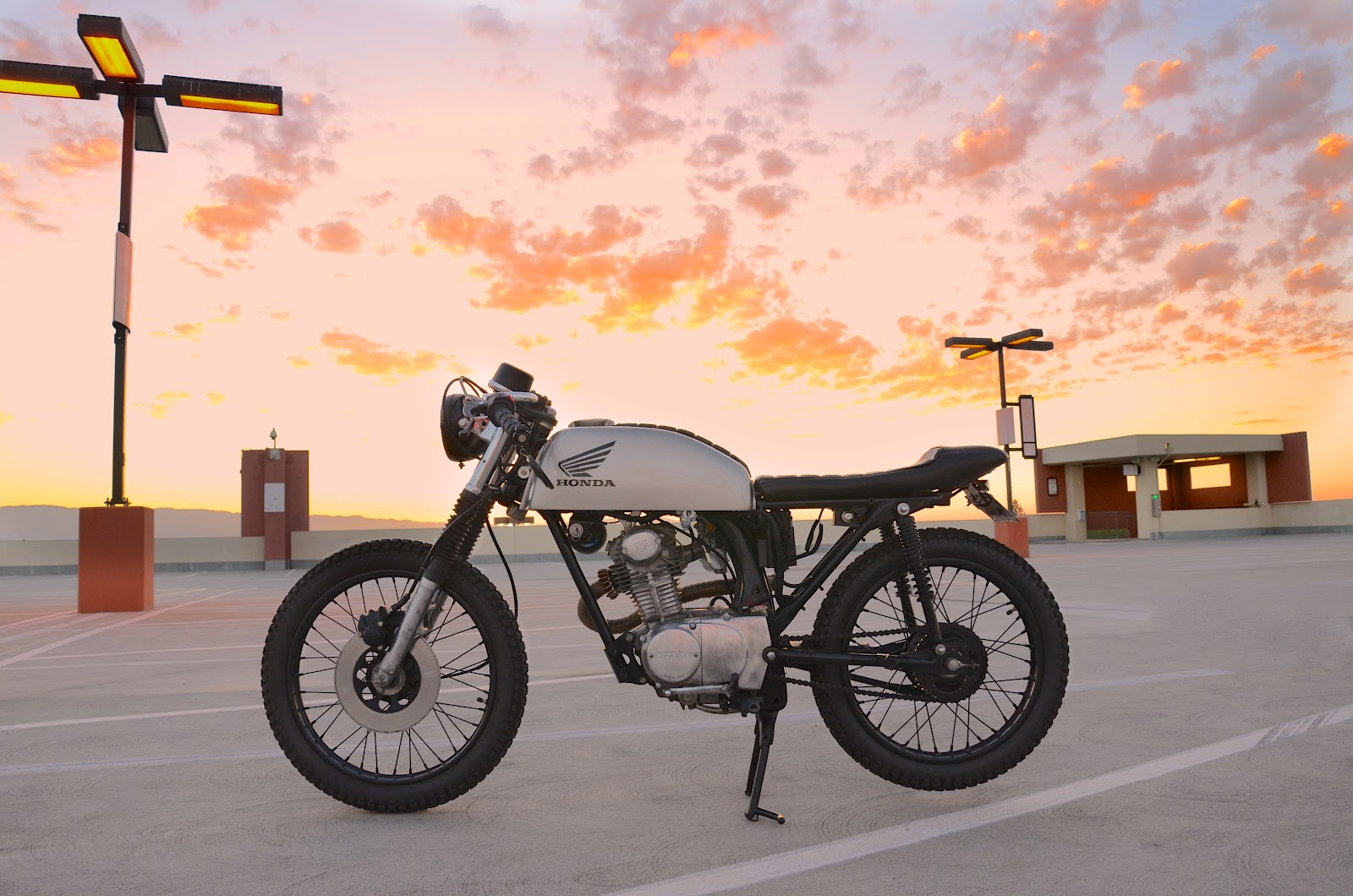 Mob'/Poubelle Racer - Page 6 Honda_CB1_caferacer