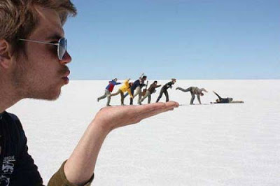Amazing Forced Perspective %2521cid_5_2792665741%2540web137306_mail_in_yahoo