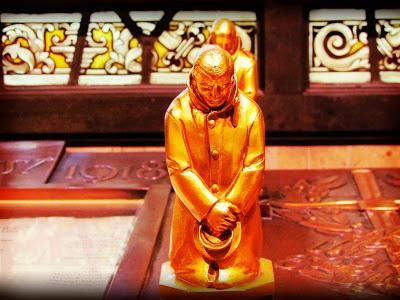 Freemasons' Hall, The United Grand Lodge of England Freemason_altar_solider