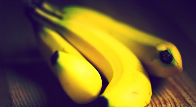Bill Gates' human experimentation with GM bananas in Africa condemned by scientists  Bananas_oof