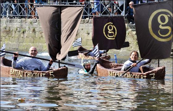 الإبحار في قوارب من الشوكولاتة بجنوب فرنسا  Choco_boat8