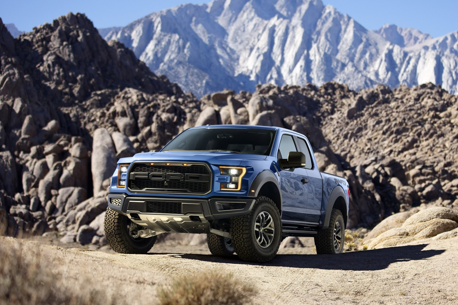2015 - [Ford] F Series - Page 2 2017-Ford-F-150-Raptor-3
