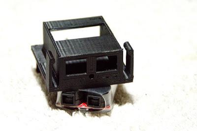 tamiya - LiPo battery holder for old Tamiya bathtub chassis P1100761