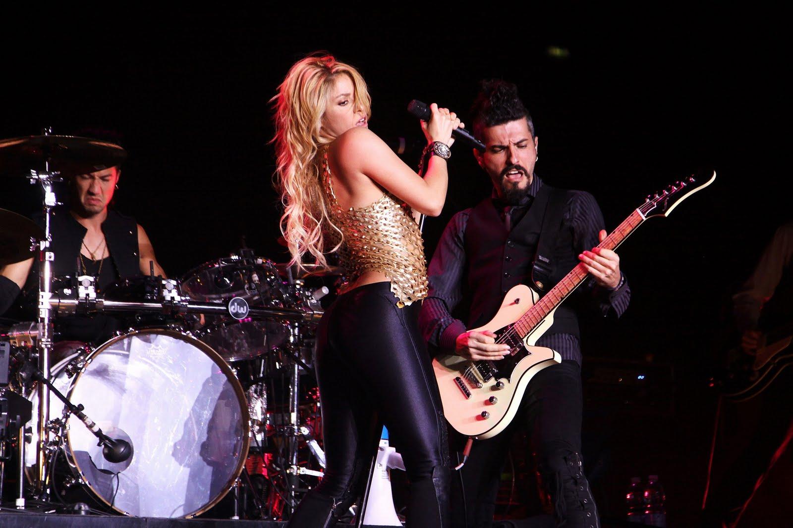 Galería » Apariciones, candids, conciertos... 78425_Shakira_PerformingliveinAssagoForuminMilanItalyMay32011_By_oTTo10_122_428lo