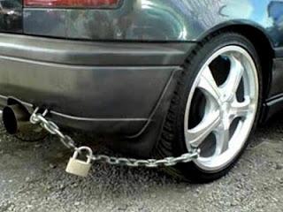 இது தான்டா பாதுகாப்பு – காமெடி புகைப்படங்கள்.. Funny-car_tmb