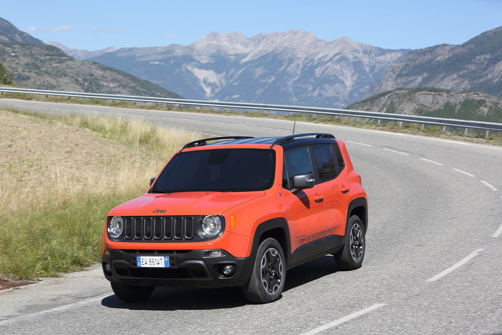 2014 - [Jeep] Renegade - Page 10 Jeep-Renegade-Trailhawk-21