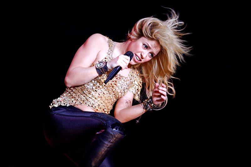 Galería » Apariciones, candids, conciertos... - Página 2 Shakira_arena7_393641S0