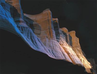 فن النحت على الكتب Landscapes-carved-into-books-guy-laramee-7