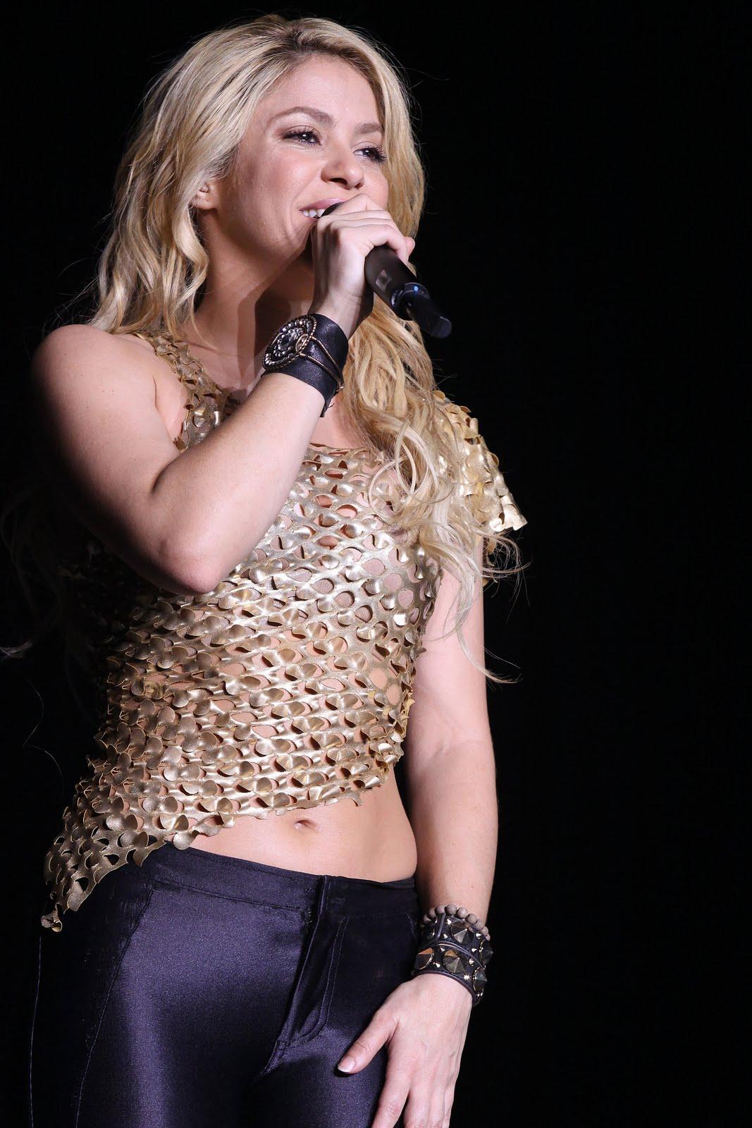 Galería » Apariciones, candids, conciertos... 78314_Shakira_PerformingliveinAssagoForuminMilanItalyMay32011_By_oTTo7_122_516lo