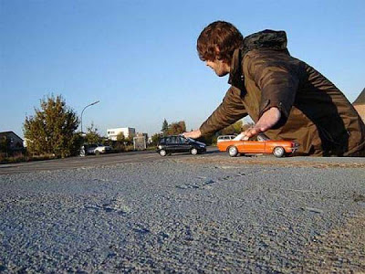 Amazing Forced Perspective %2521cid_16_2792665741%2540web137306_mail_in_yahoo