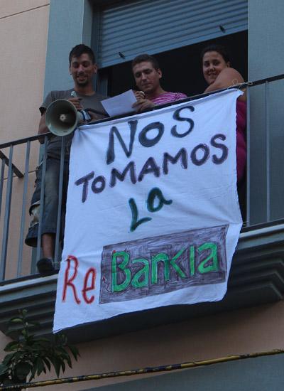 5 familias se toman la ReBankia en la calle Feria Tomamosrebankia