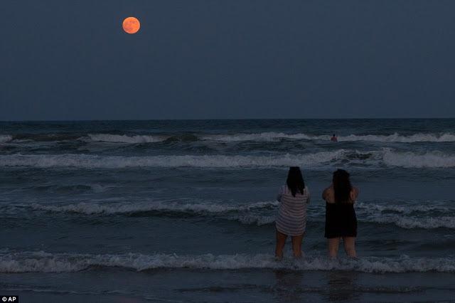 Eclipse.........  2CD872DE00000578-3251497-image-a-148_1443408052428