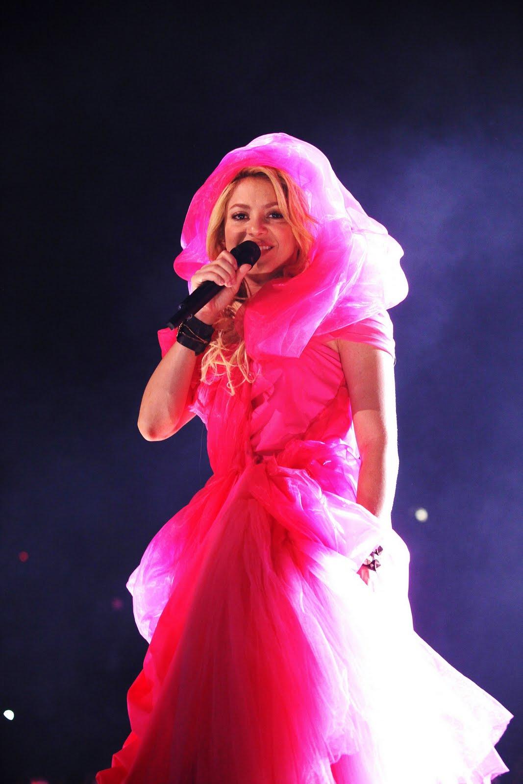 Galería » Apariciones, candids, conciertos... 78354_Shakira_PerformingliveinAssagoForuminMilanItalyMay32011_By_oTTo12_122_90lo