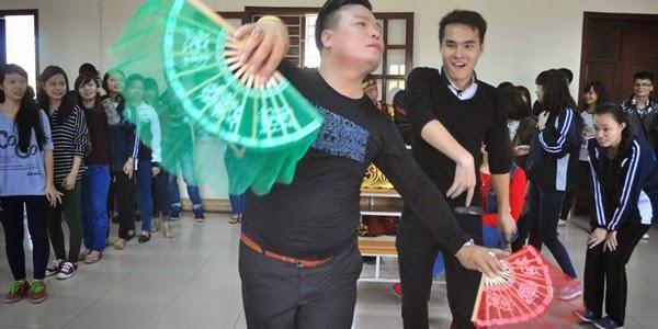 Hảo tự ố tăng thời bang vô đạo Dua-hau-dong-vao-giang-day-cho-sinh-vien-dai-hoc_EMSL