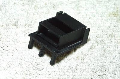 tamiya - LiPo battery holder for old Tamiya bathtub chassis P1100760