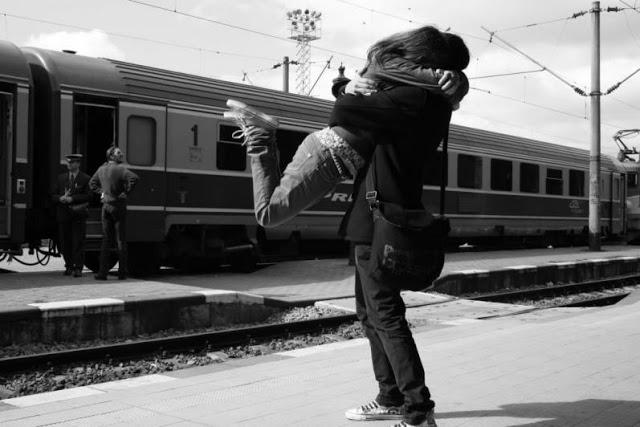 صور حب رومانسية 2013 الجزء الخامس Love_couples_hugging_in_railway_station1