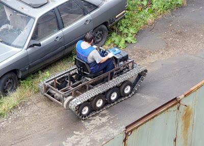 عجآئب و غرآئب الصصور النآدره !@ Russian-creates-army-tankstyle-chain-mover-from-1