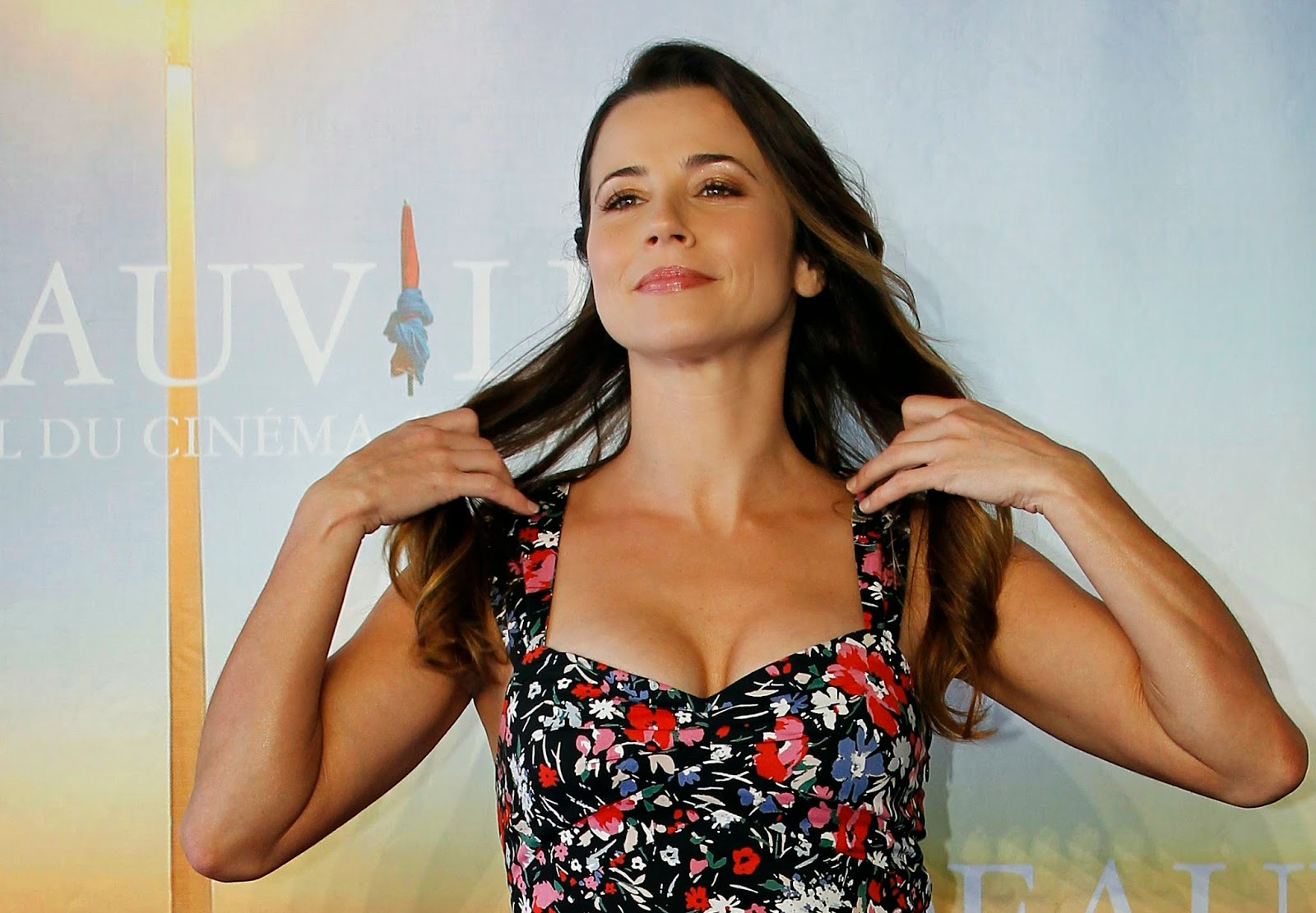 MILFs..de 35 a 45. U-s-actress-linda-cardellini-poses-for-a-photocall-for-her-film-return-during-the-37th-american-film-festival-in-deauville-september-3-2011