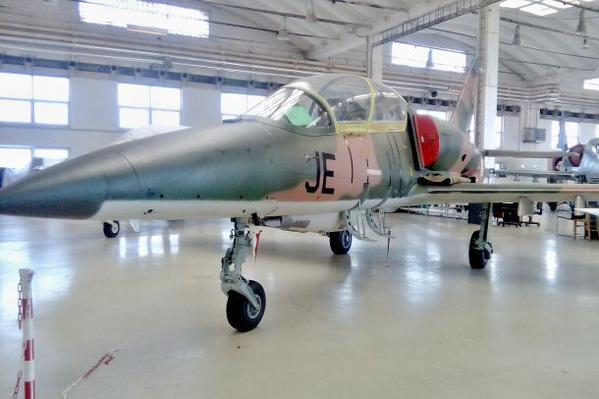 Irak - Página 4 Czech%2Bengineers%2Bstarted%2Bthe%2Bmodifications%2Bof%2Btwelve%2Bfighters%2BL-159%2Baircraft%2Bfor%2Bthe%2BIraqi%2Barmy%2B3