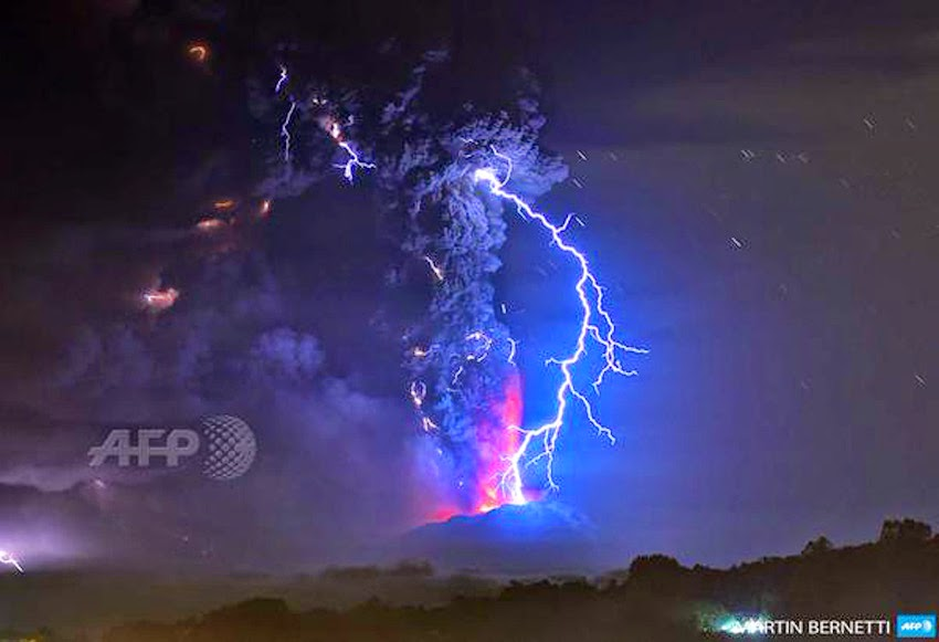 MONUMENTAL EARTH CHANGES: Surreal - Sunset Turns Massive Calbuco Eruption Into AMAZING SCENES! UPDATE: Second Explosion Even Stronger Than The First - Ash Reaches Up To 65,000 Feet High! Calcubo_volcano09