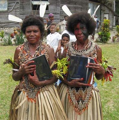 Переводы БИБЛИИ - Страница 16 Papua-new-guinea-bible-translations-continue-despite-violence