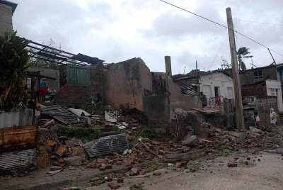 """[Malas noticias] El huracán """"Sandy"""" dejó 11 muertos en su paso por Cuba Santiago%2B1"""