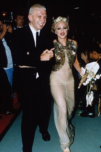 ICON >> La Reina del Pop y su legado en la MODA  - Página 2 Madonna-26
