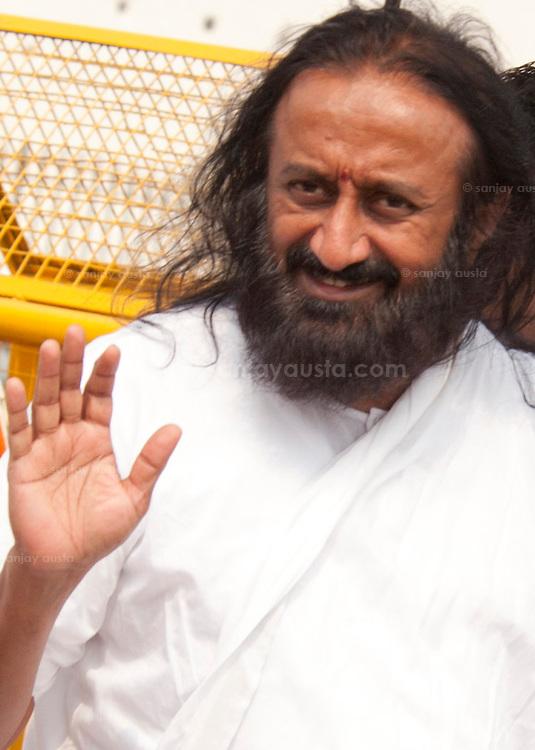 Hands: is this guru real? Sri-Sri-Ravi-Shankar-asaram