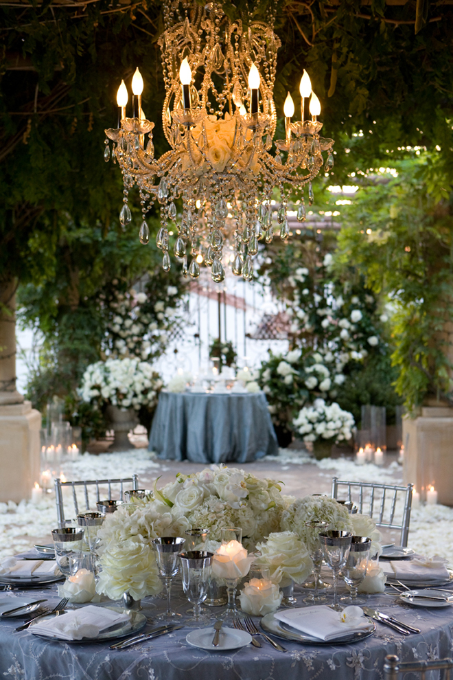 Svadbeni dekor Chandeliers-outdoor-weddings-11