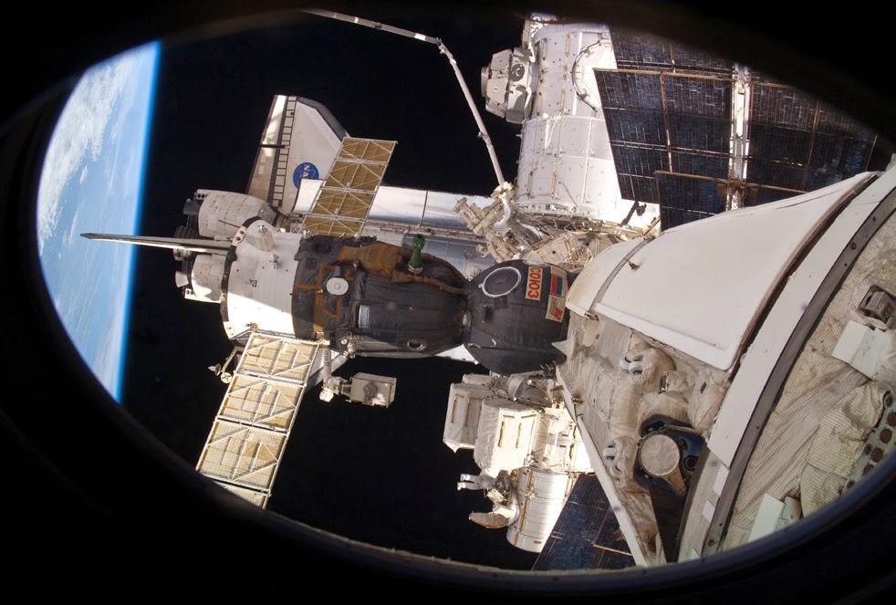 --Работа шаттла на орбите : фотографии-- ShuttleE