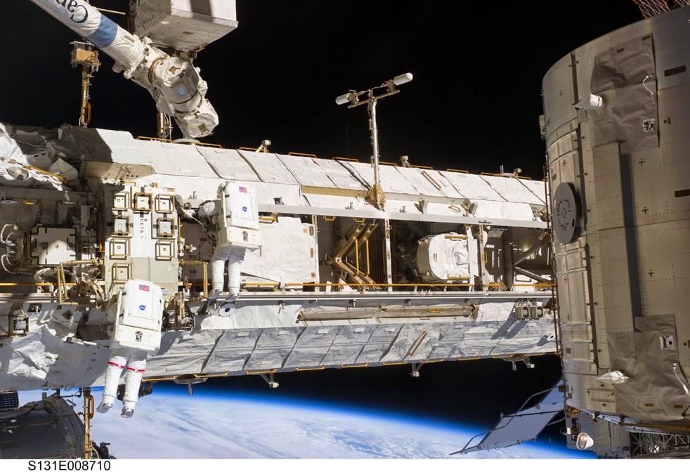 --Работа шаттла на орбите : фотографии-- ShuttleG