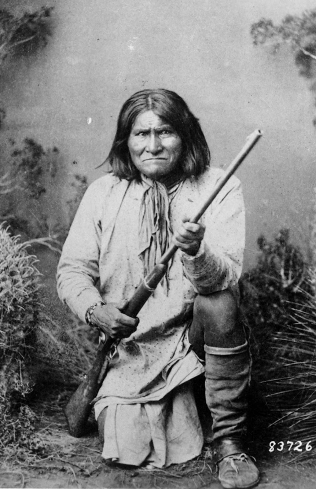 Indijanci na fotografiji i slici - Page 2 0505_geronimo-native-american