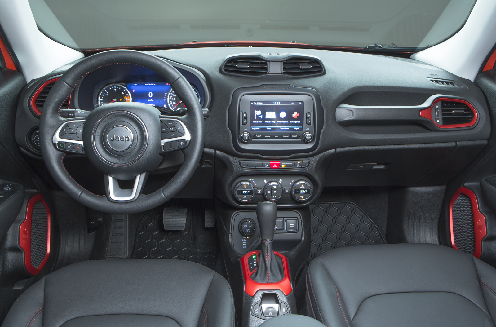 2014 - [Jeep] Renegade - Page 10 Jeep-Renegade-Trailhawk-25