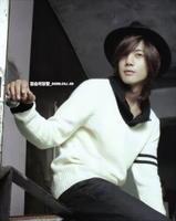 صور للمطرب والممثل الكوري.金贤重 %D8%AC