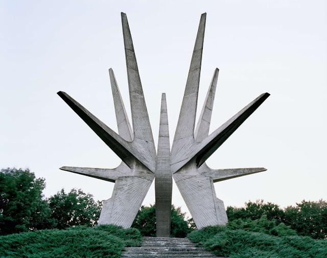 Construcciones abandonadas de la antigua URSS Spomenik_03