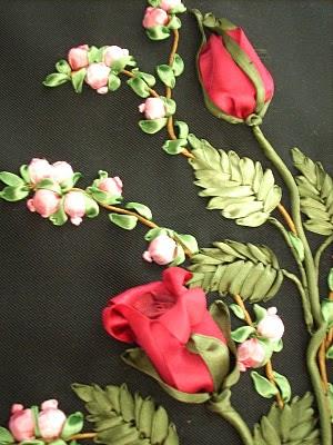 التطريز باستعمال شريط الستان  DSCN2659