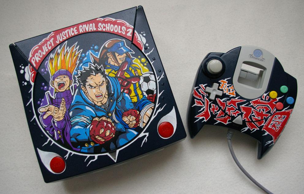 Conheça os impressionantes consoles customizados de Oskunk Dreamcast-rival-school-01