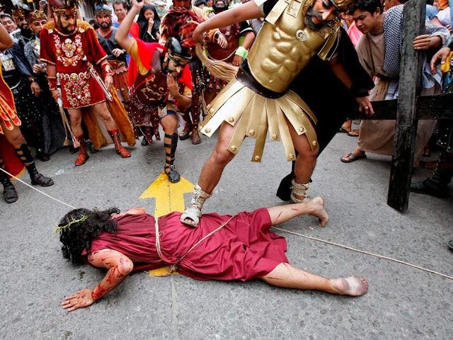 الصلب يوم الجمعه العظيمه فى الفلبين %D8%B5%D9%84%D8%A86