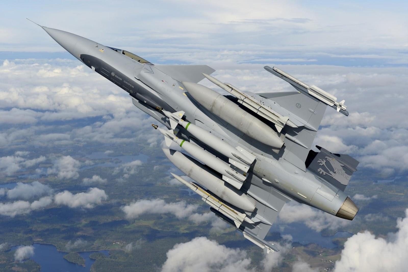 أحسن 10 طائرات بالعالم  Jas39ng_200811201