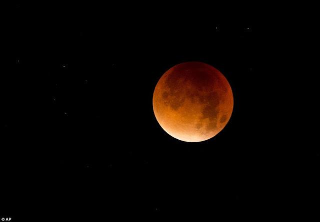 Eclipse.........  2CD8833300000578-3251497-image-a-182_1443410158864
