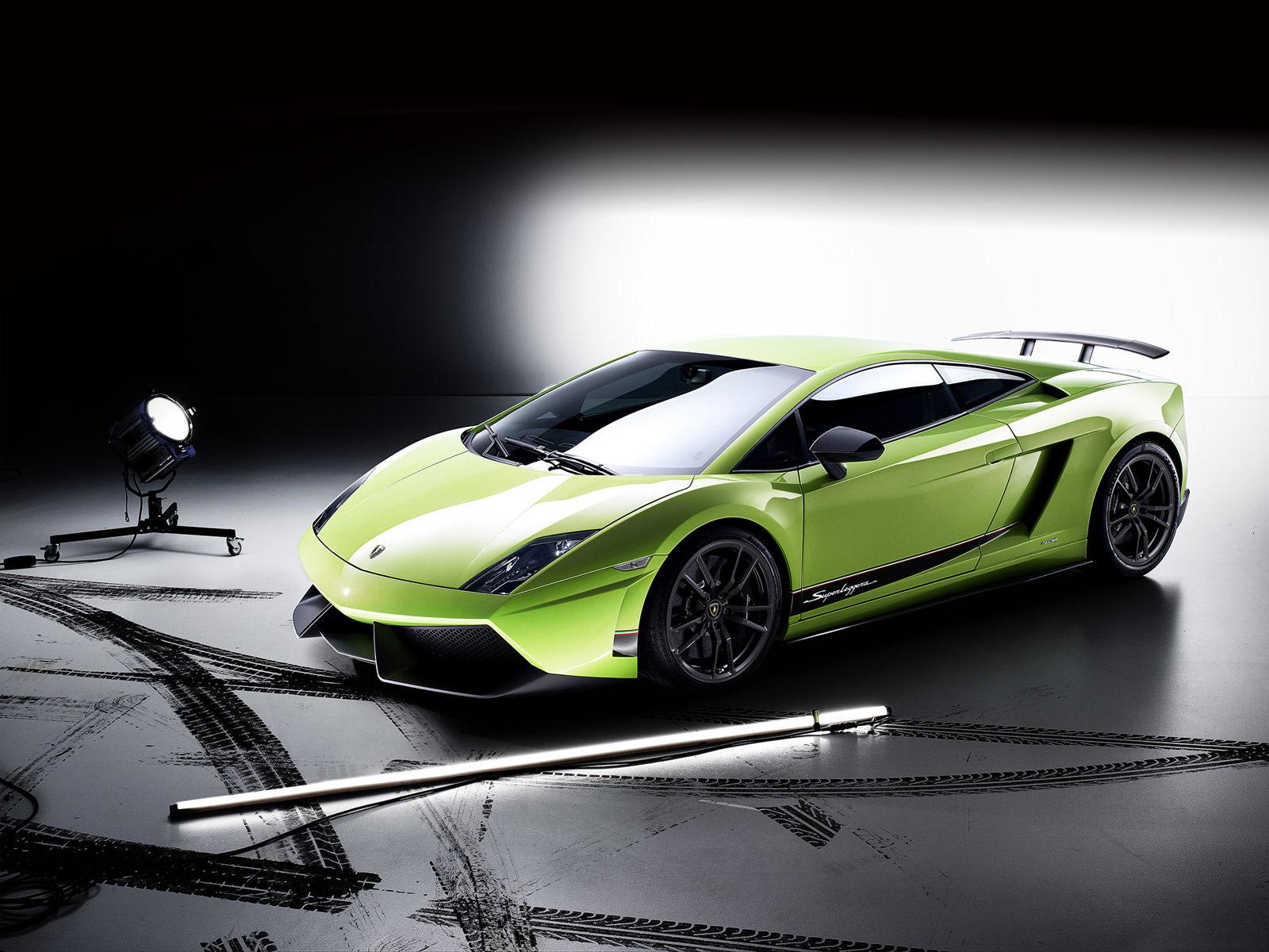 2011 Lamborghini Gallardo LP570-4 Superleggera 2011-Gallardo-LP-570-4-Superleggera-Top%2BCar