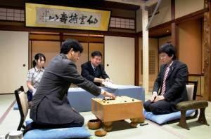 مقدمة: ماهي لعبة الجُو؟ Intro to Go Hane-Naoki-Yamashita-Keigo-66th-Honinbo-300x199