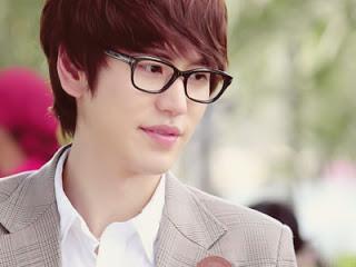 كامرتي  Kyuhyun-glassses
